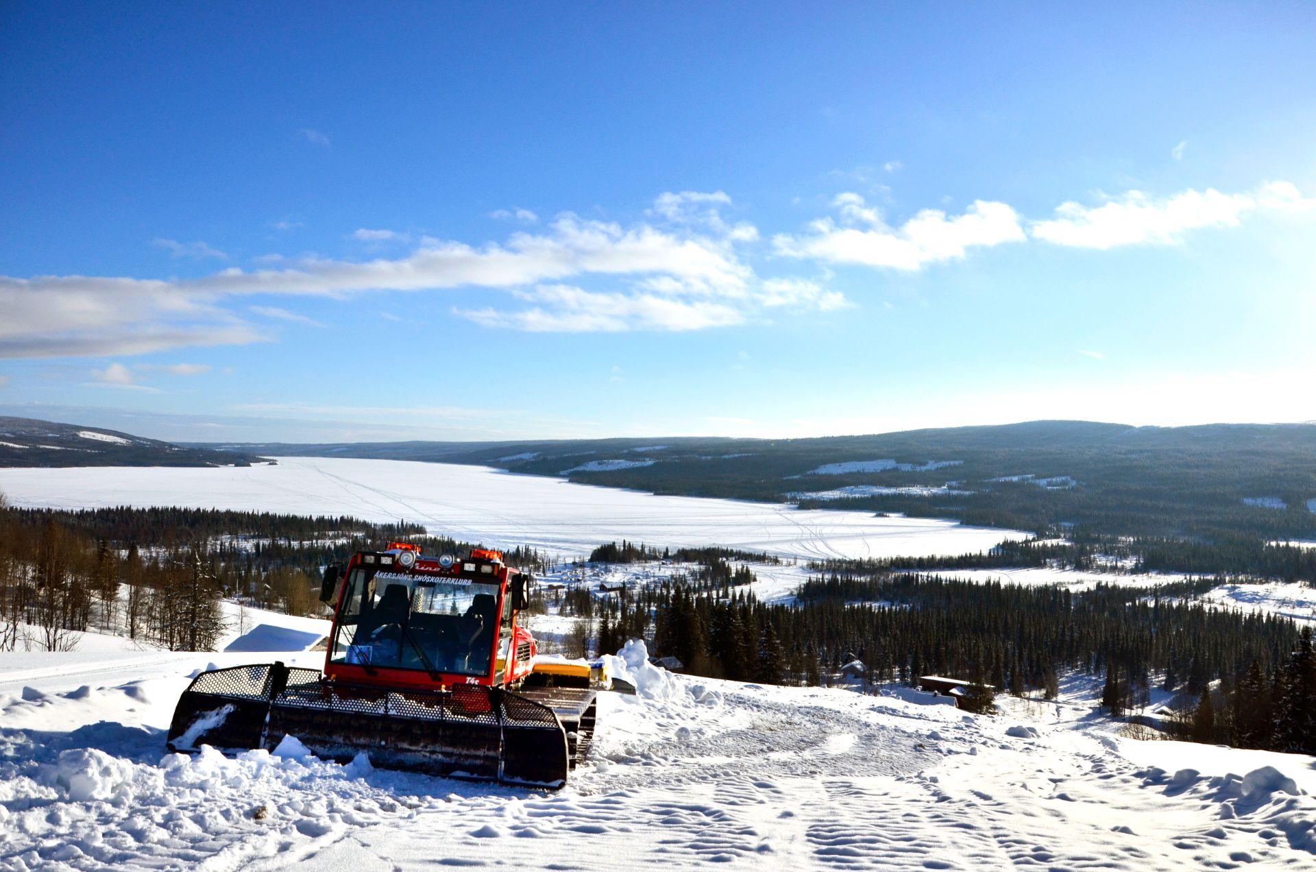 Snöskoterklubbs pistmaskin. Foto © Isabell Lundli.